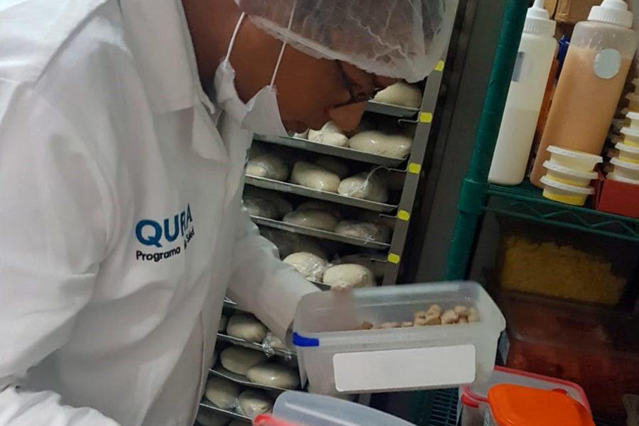 Vigilancia Sanitaria Muniventanilla revisando panaderia